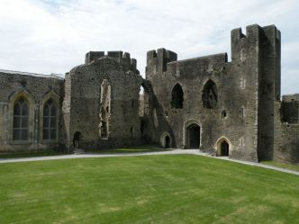 Inner_West_Gate,_Caerphilly_Castle_-_geograph.org.uk_-_1378714