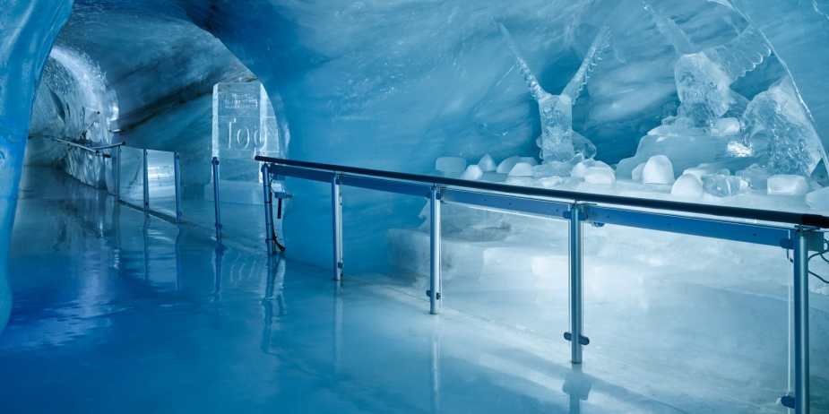 Jungfraujoch-Eispalast-Eisskulpturen-Gletscher